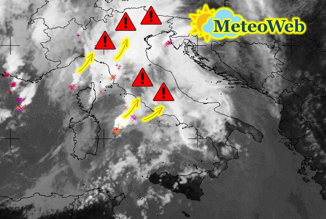 Allerta Meteo, mezza Italia sott'acqua: piogge torrenziali al Centro/Nord, caldo estivo al Sud [LIVE]