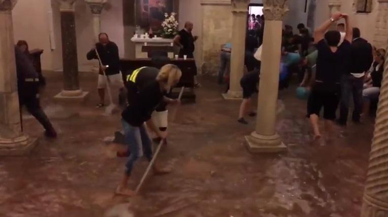 Maltempo Puglia: si allaga anche la cripta della Basilica di San Nicola a Bari [FOTO]