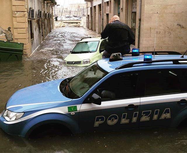 Maltempo, Sicilia orientale colpita e affondata dal ciclone Africano: diluvio a Catania, drammatica alluvione a Siracusa [FOTO LIVE]