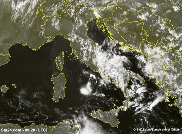 Allerta Meteo, maltempo al Sud: il ciclone non molla, piogge e temporali per altri 3 giorni. Migliora solo Mercoledì 14 [MAPPE]