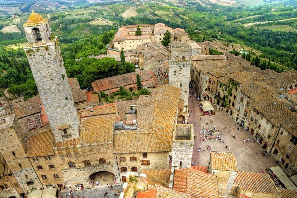 Viaggio in Toscana nel suggestivo borgo di San Gimignano