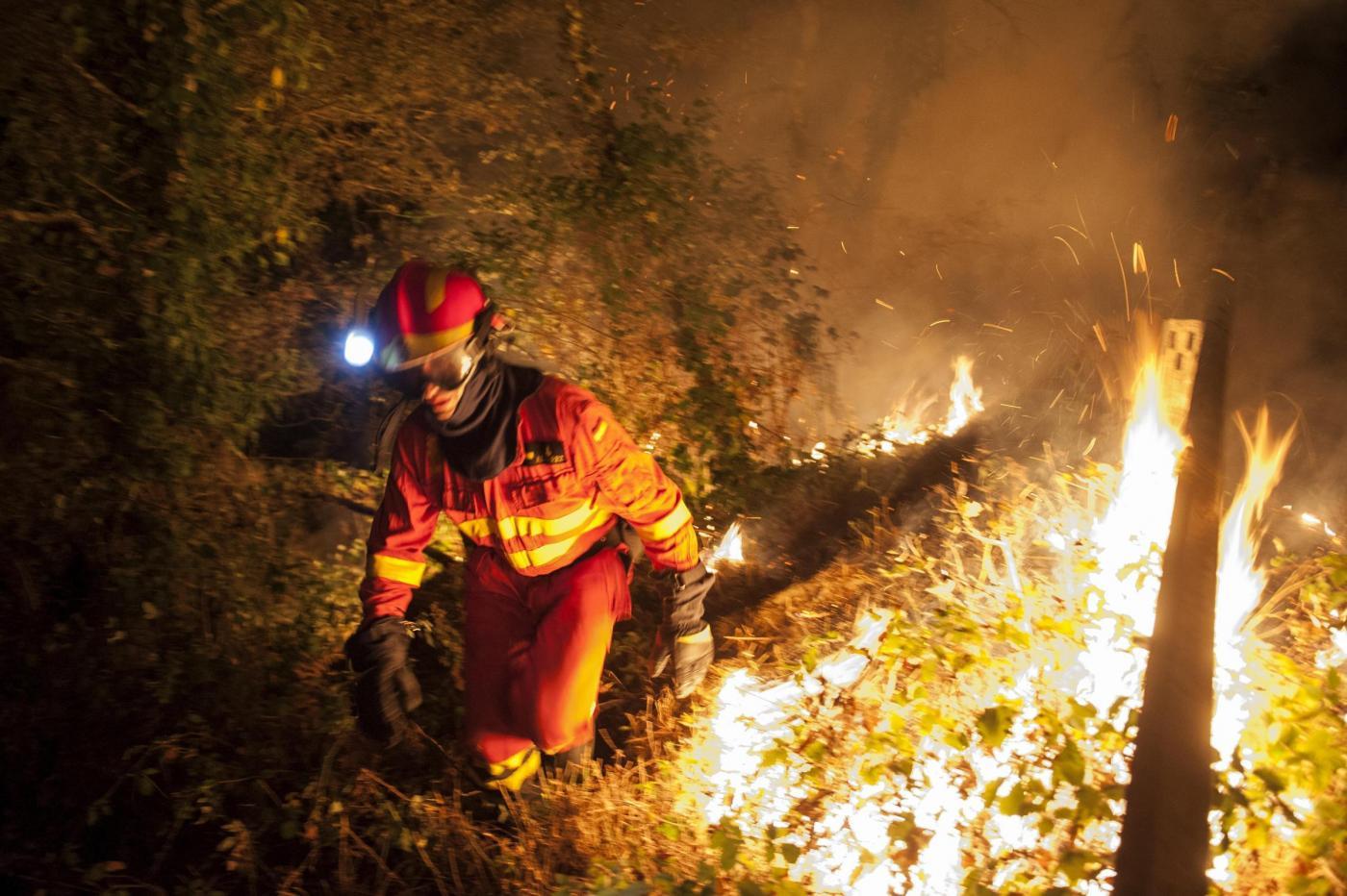 Spagna: gli incendi imperversano in Galizia [GALLERY]