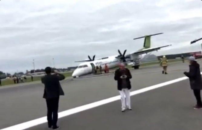 Problemi al carrello, atterraggio d'emergenza per un aereo AirBaltic [GALLERY]