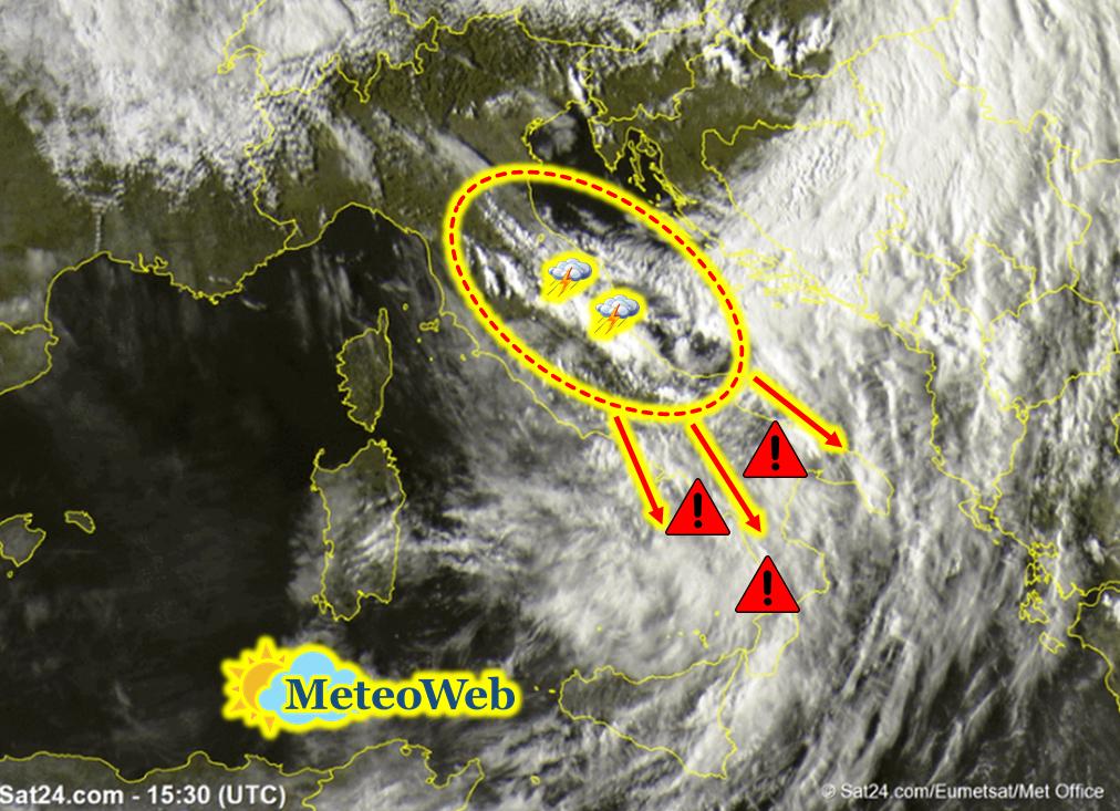 Allerta Meteo, il ciclone si abbatte sull'Italia: primi forti temporali al Centro, diluvia sulle tendopoli dei terremotati [LIVE]