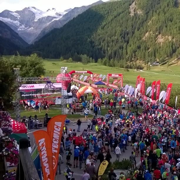 Montagna: partito il 4k, 596 atleti al via da Cogne. Sette giorni di tempo per percorrere 350 chilometri [FOTO]