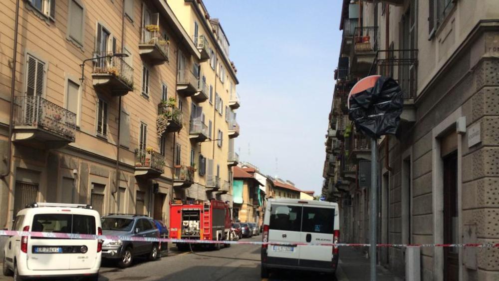 Ancona, auto sbanda e si schianta contro centralina del metano: evacuazioni per la perdita di gas