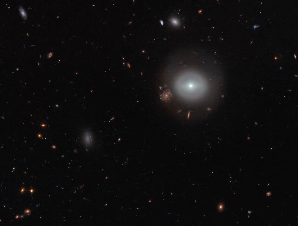 Astronomia hubble cattura una galassia lenticolare for Foto galassie hd