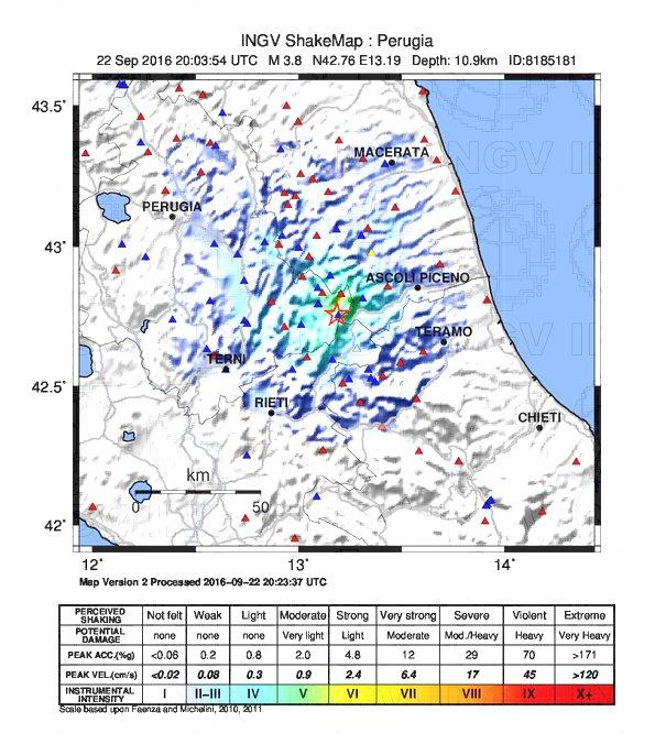 Terremoto, due forti scosse in serata nell'Appennino centrale: paura fin sulle coste adriatiche [MAPPE e DATI INGV]