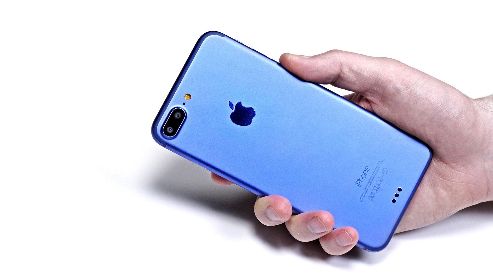 Tecnologia, record di sempre nelle prevendite per l'iPhone 7 e la Apple vola in borsa