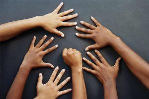 Cosa rivelano le mani e le unghie sul nostro stato di salute