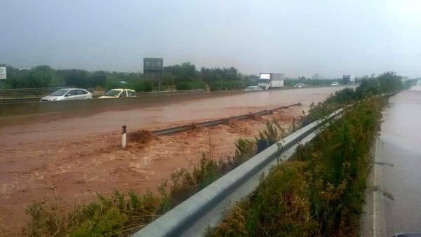 Maltempo, disastrosa alluvione in Puglia: Ostuni in ginocchio, devastata la meravigliosa perla bianca dell'Adriatico [FOTO]