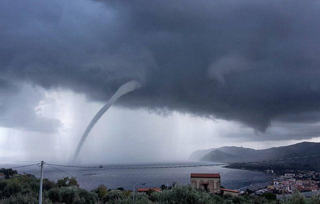 Maltempo, ciclone sullo Jonio: tornado e piogge torrenziali in Sicilia, nubifragi tra Catania e Siracusa [FOTO LIVE]