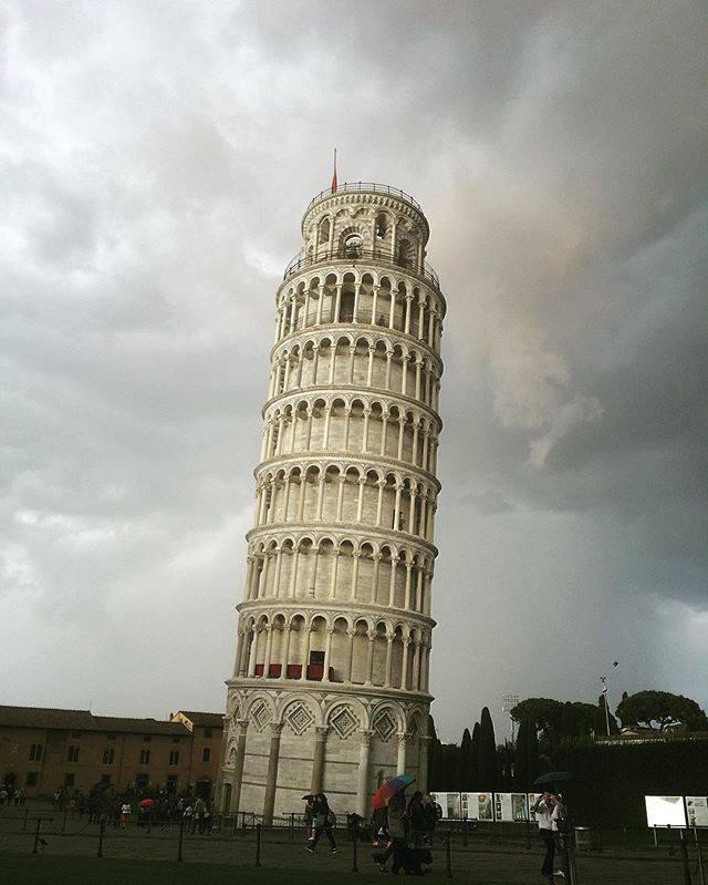 Maltempo: una bomba d'acqua su Pisa ha causato allagamenti in tutta la città