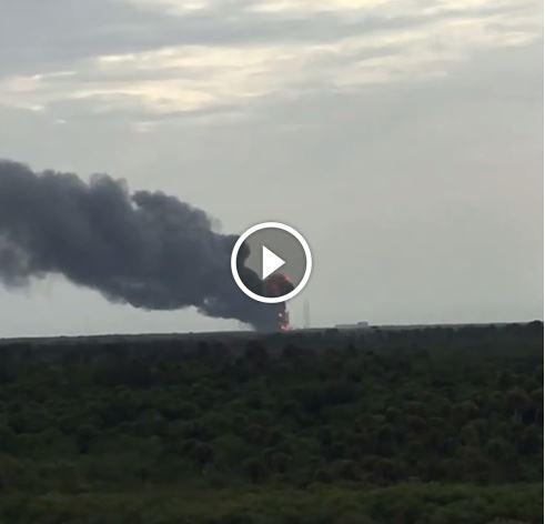 Esplosione al Kennedy Space Center: avvertita a km di distanza, densa nube nera in cielo [FOTO e VIDEO]