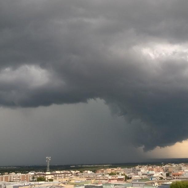 Maltempo, forti temporali in Puglia: nubifragi e tornado nel Salento [FOTO LIVE]