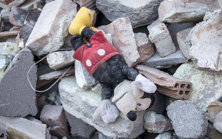 Terremoto, sciacalli bloccati nella tendopoli di Rio di Acquasanta Terme rubavano anche i giocattoli dei bambini