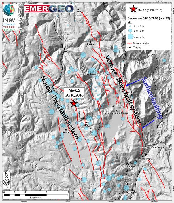 In questa mappa vengono rappresentati gli epicentri dei terremoti del 30 ottobre 2016 (sismicità aggiornata alle ore 13.00). La scossa di magnitudo 6.5 del 30 ottobre alle 07:40 è indicata con una stella rossa. Gli epicentri occupano un'area estesa circa 30 km in direzione NO-SE e circa 18 km in direzione NE-SO. Vengono inoltre indicate le prime segnalazioni di fagliazione superficiale (area evidenziata in blu)