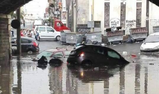 Maltempo in Sicilia, situazione drammatica nel pomeriggio in alcune zone di Catania [FOTO e VIDEO]