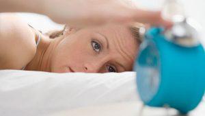 I trucchi per alzarsi dal letto ecco come svegliarsi presto la mattina meteo web - Triangolo per alzarsi dal letto ...