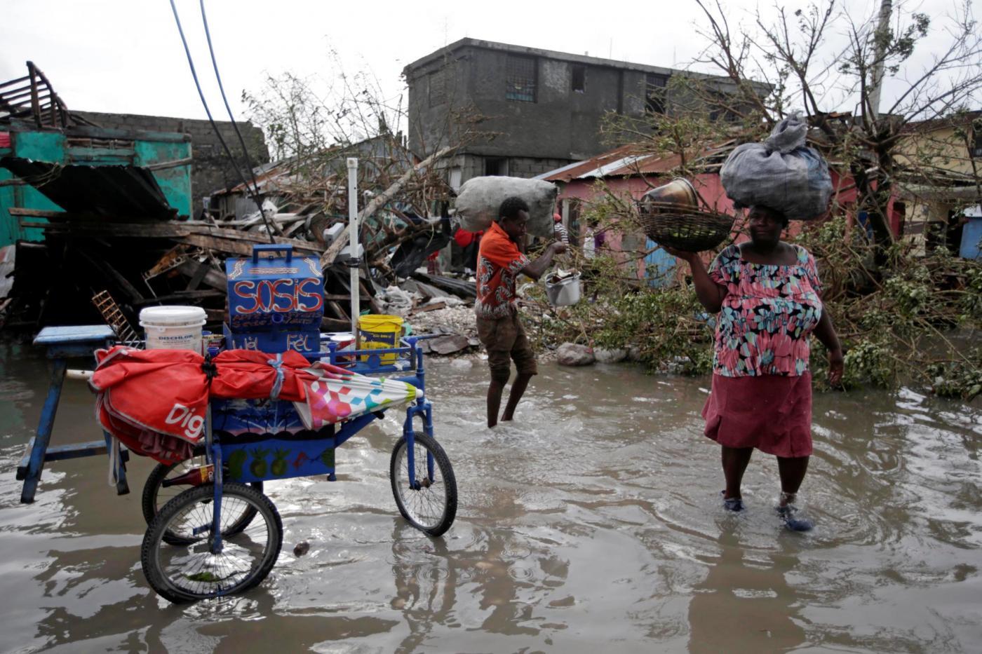 """Uragano Matthew, 25 morti nelle Grandi Antille: il governatore della Florida, """"evacuate la costa"""""""