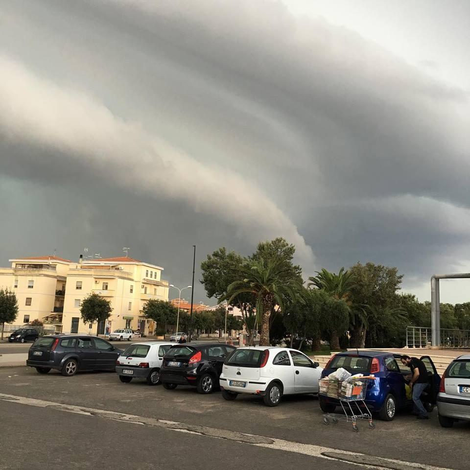 Maltempo Sardegna: tromba d'aria a Porto Torres, distrutta tettoia