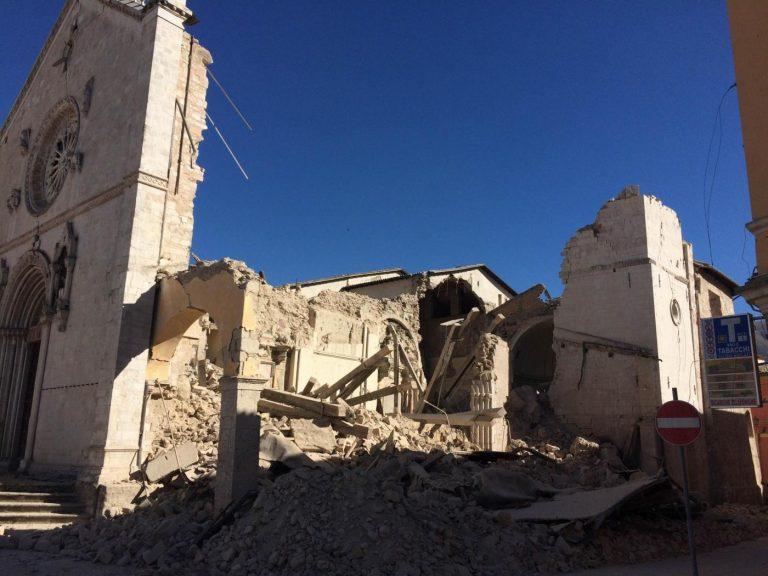 La cattedrale di Norcia sventrata dopo il sisma del 30 ottobre 2016 - Roberto Settonce - LaPresse