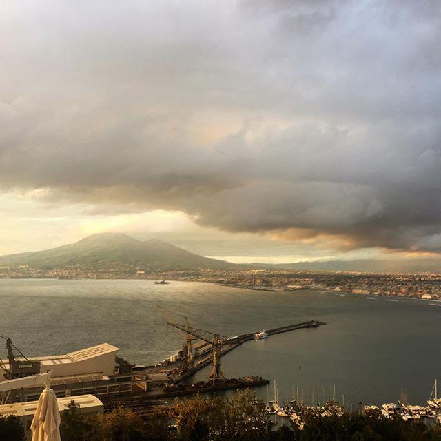 Maltempo in Campania, il fiume Sarno straripa alla foce a Castellammare di Stabia: abitanti intrappolati in casa