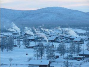 Il villaggio di Ojmjakon durante la rigida stagione invernale