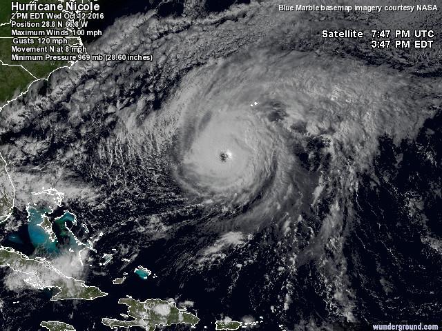 """L'uragano Nicole sta per abbattersi sulle Bermuda: arcipelago """"blindato"""", grande paura [FOTO e MAPPE LIVE]"""