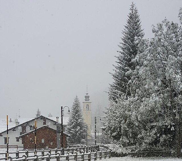 Freddo e neve come in pieno inverno al Nord/Ovest: tutte le FOTO delle spettacolari nevicate di oggi sulle Alpi [GALLERY]