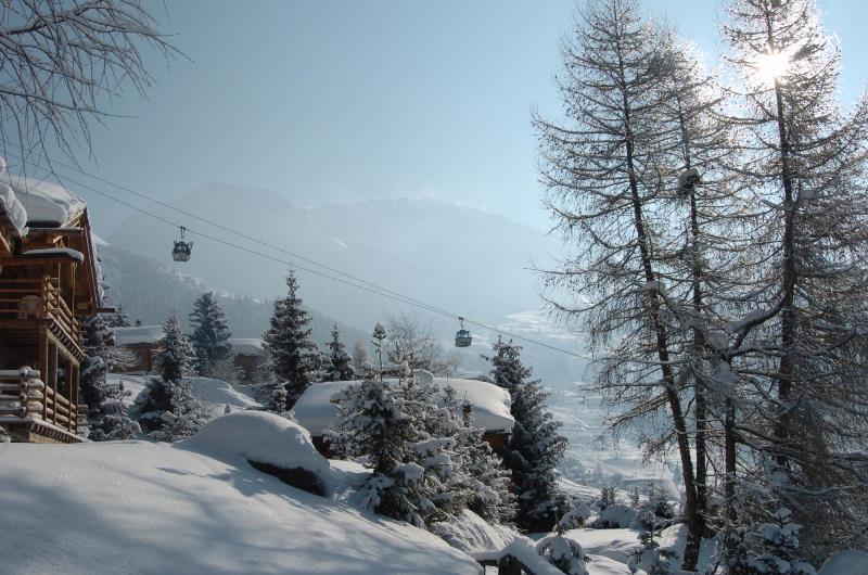 Centinaia di sciatori inglesi scappano dalla quarantena in Svizzera