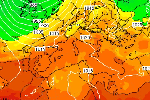 Allerta Meteo, pericoloso flusso caldo-umido risale sull'Italia dal nord Africa: forti piogge e temporali in arrivo da Sud [MAPPE]