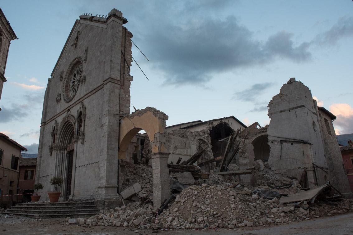 Calendario Polito.Terremoto Il Fotografo Polito Realizza Il Calendario 2017