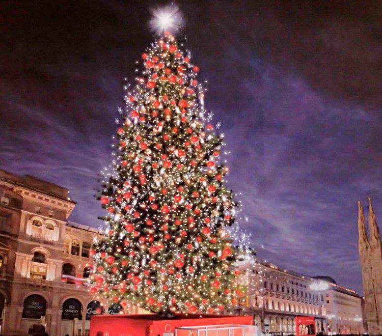 Albero Di Natale Pandora.Natale A Milano Domani La Cerimonia Di Accensione Dell Albero In Piazza Duomo Meteoweb