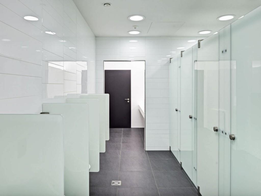 Bagni pubblici ecco come usarli senza il rischio di entrare a contatto con i batteri meteo web - Bagni per uffici ...