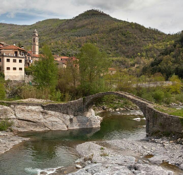 Le straordinarie immagini dell 39 antichissimo ponte romano for Disegni di ponte a 2 livelli