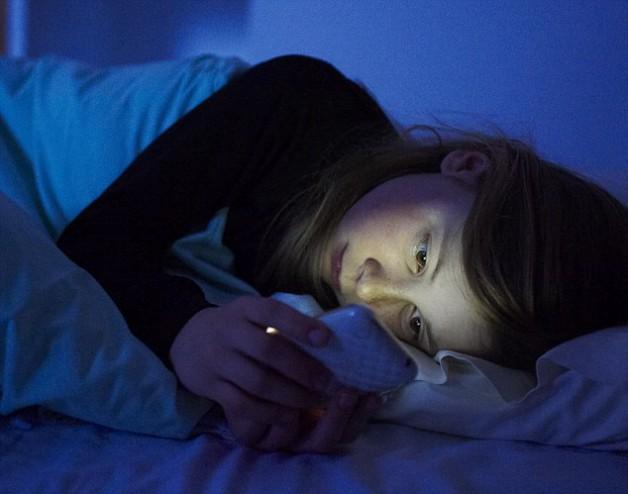 smartphone telefono cellulare notte
