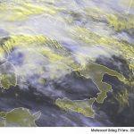 Allerta Meteo, Italia spaccata a metà: freddo e maltempo al Nord con forti piogge, sole e caldo al Sud [LIVE]