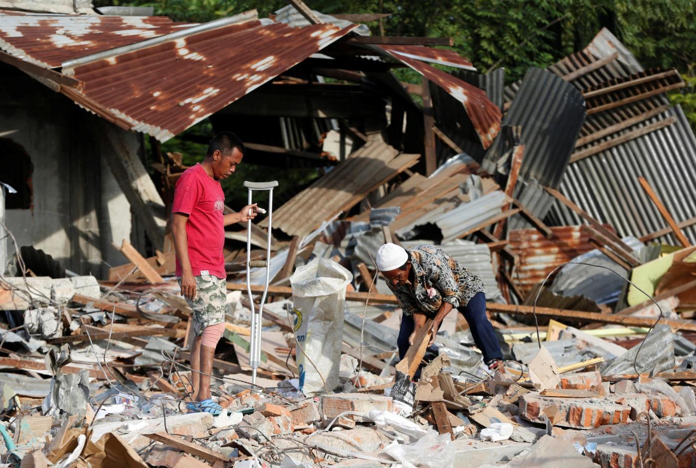 Terremoto indonesia il numero degli sfollati sale a 84mila meteo web - Casa senza fondamenta terremoto ...