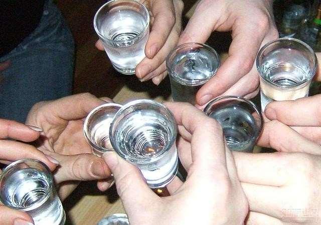 Demonio di alcolismo di una fotografia