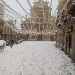 """""""Burian"""", Sicilia sotto la neve: si imbianca anche Catenanuova, il borgo più caldo d'Europa. Scorci da fiaba [GALLERY]"""