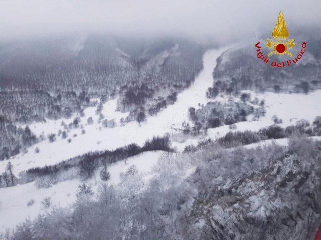 Valanga hotel Rigopiano, Soccorso Alpino: scenario delicato, neve si mischia a macerie