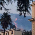 Incendio Genova, fiamme tra le case: evacuazioni in corso, a rischio anche la casa di cura di Nervi [FOTO LIVE]