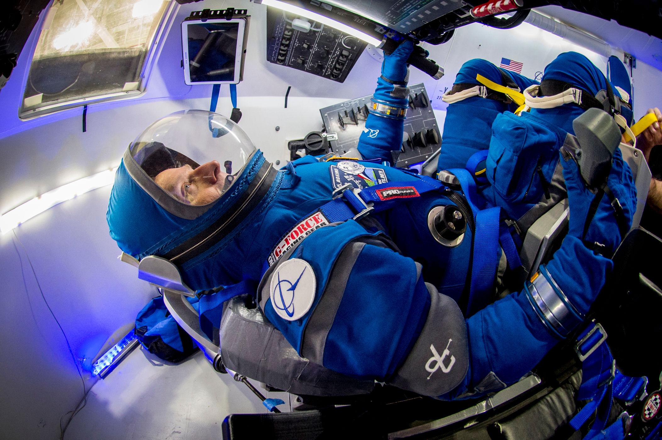 Outfit spaziali ecco le nuove tute boeing verranno for Le navicelle spaziali