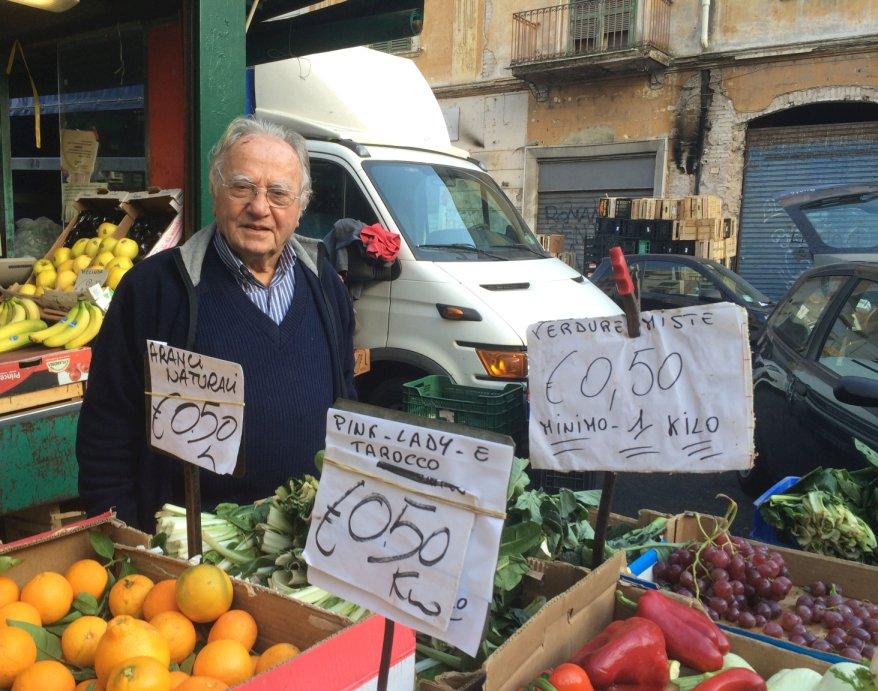 Spreco alimentare 86enne sfama 250 poveri con cibo for Cibo romano