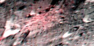 Immagine non proiettata del cratere Ernutet presa dallo spettrometro VIR durante la fase High Altitude Orbit della missione Dawn attorno a Cerere. Il colore rosso indica una alta abbondanza di composti organici. Credit: NASA/JPL-Caltech/UCLA/INAF/ASI