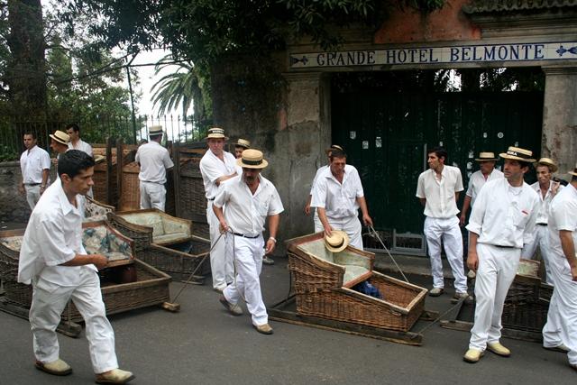 """La località di Monte, nota anche come """"a freguesia dos carrinhos"""" (località dei carretti), è una delle zone emblematiche della città di Funchal. Da Monte partono i tradizionali Carros de Cesto, dei carretti di vimini montati su pattini di legno, che due uomini chiamati"""