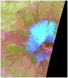 Figura 3 Immagine a falsi colori utilizzando le bande 4,8 e 12 di Sentinel-2A (26 Marzo 2017). Il flusso lavico è evidenziato in rosso