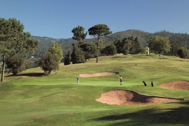 Madeira è una destinazione per il golf durante tutto l'anno. Le due isole hanno tre magnifici campi da golf e offrono ottime strutture di alloggio e tempo libero che conquistano tutti gli appassionati di questo sport