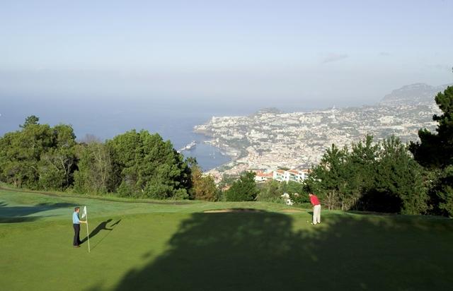 Madeira è il paradiso per i golfisti perché il suo clima subtropicale garantisce celi azzurri e meravigliose viste sull'oceano tutto l'anno